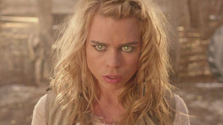 Her eyes glow with Bad Wolf powers.