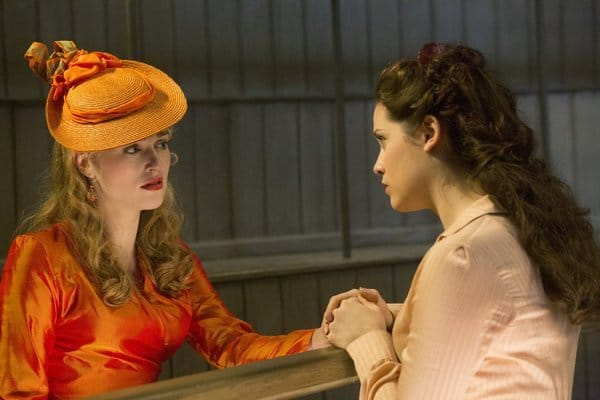 Jessica De Gouw and Katie McGrath as Mina and Lucy.