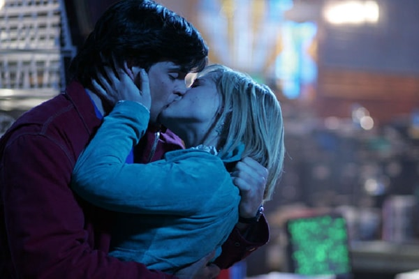 Chloe and Clark FINALLY share a real kiss in season 5, and then... Photo: WB
