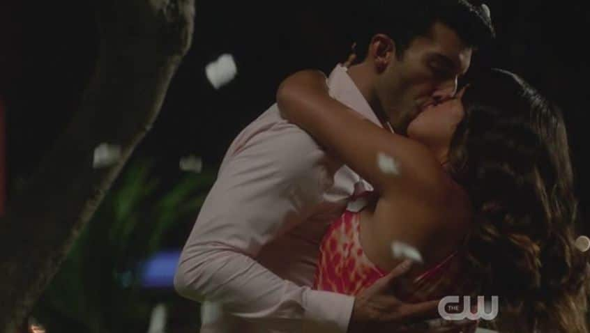 Jane and Rafael final kiss