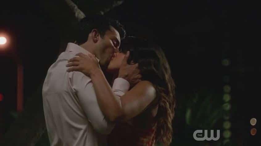 Rafael and Jane kiss 4