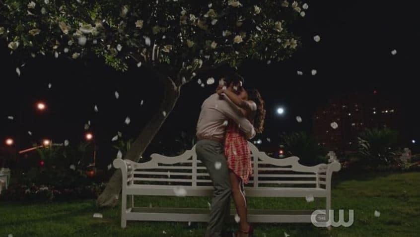 Rafael grabs Jane