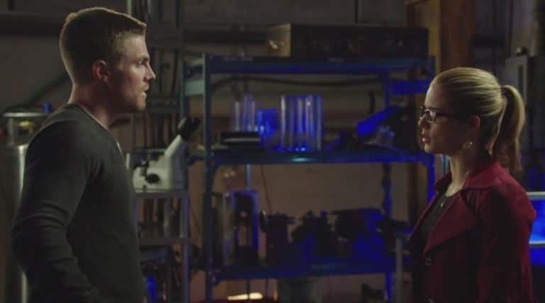 Felicity asks Oliver to kill_Arrow