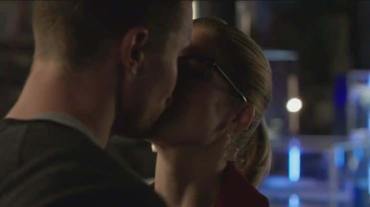 Oliver and Felicity dream kiss 2
