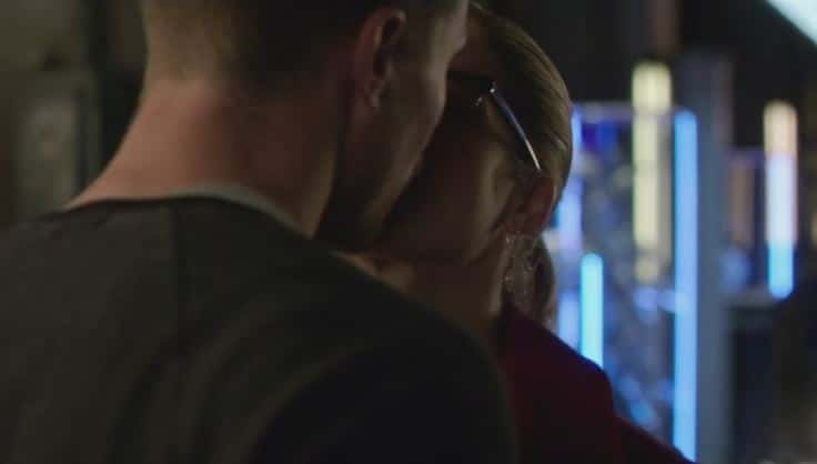 Oliver and Felicity dream kiss