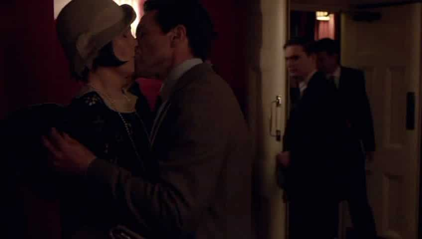 Downton Abbey E7 Screencap (Mary and Blake Kiss).jpg