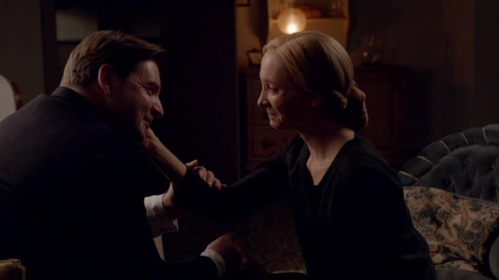 Downton E6 Screencap (Bates and Anna)