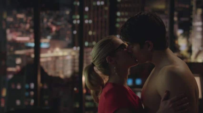 Felicity and Ray kiss