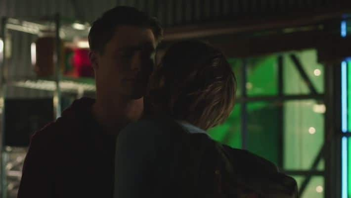 Roy and Thea kiss