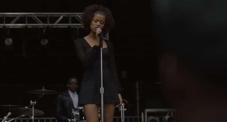 blackbird 7 she begins singing