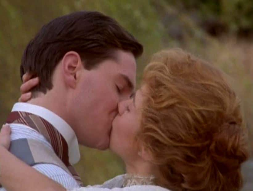 Anne and Gilbert kiss