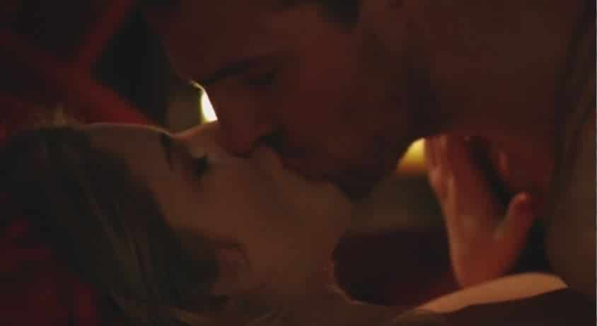 Oliver and Felicity love scene