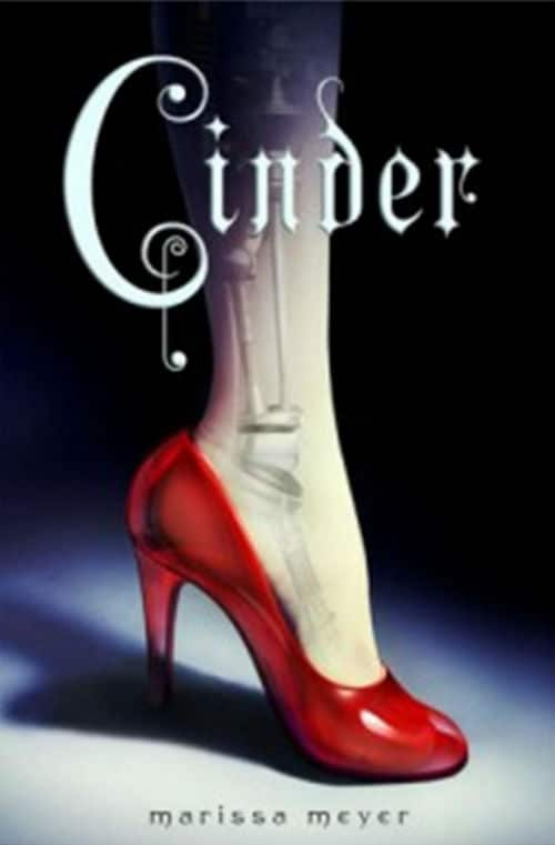Cinder Book Review: Cinderella in the Future with Cyborgs