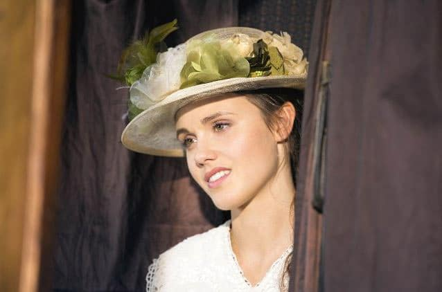 Poppy Drayton as Elizabeth