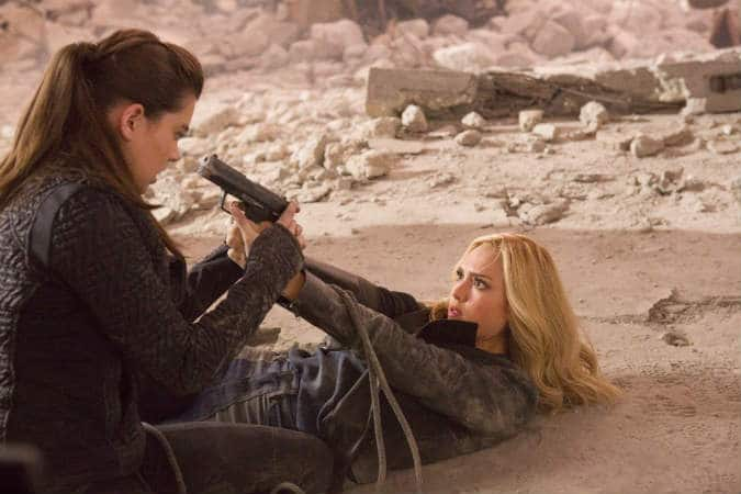 Hailee Steinfeld and Jessica Alba in Barely Lethal.
