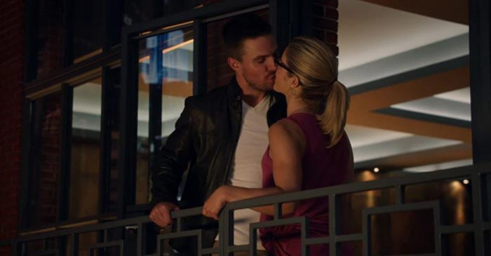 Oliver and Felicity kiss.