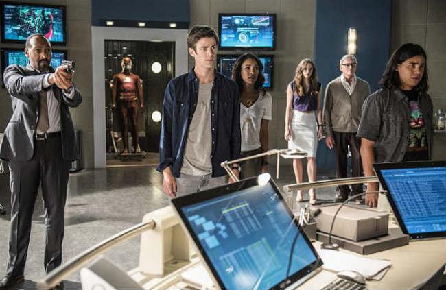 The Flash S2E1 (STAR Labs)