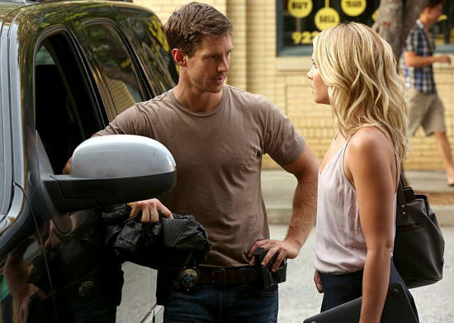 Detective Kinney and Cami work together on the serial killer case. Photo: CW.