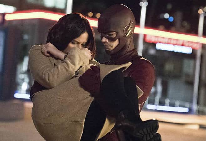 The Flash E6 - Barry carries Linda