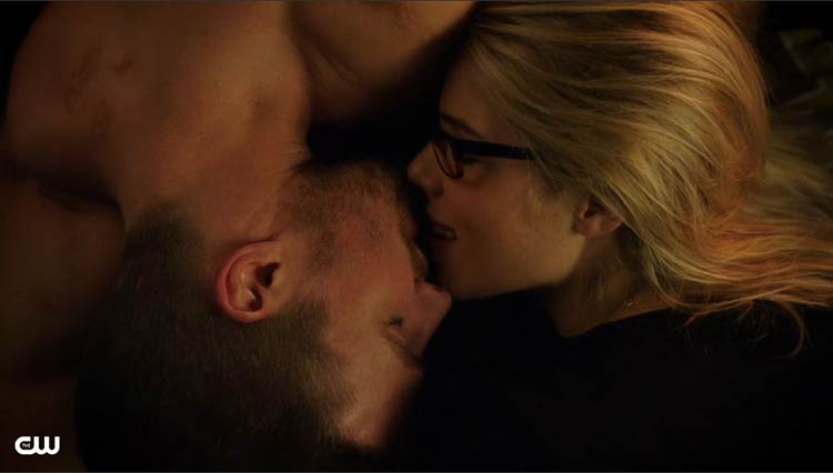 Oliver and Felicity kiss. Lost Souls