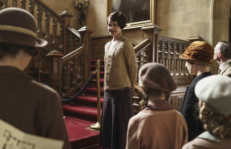 Downton Abbey S6 E6 (Cora Shows the House)