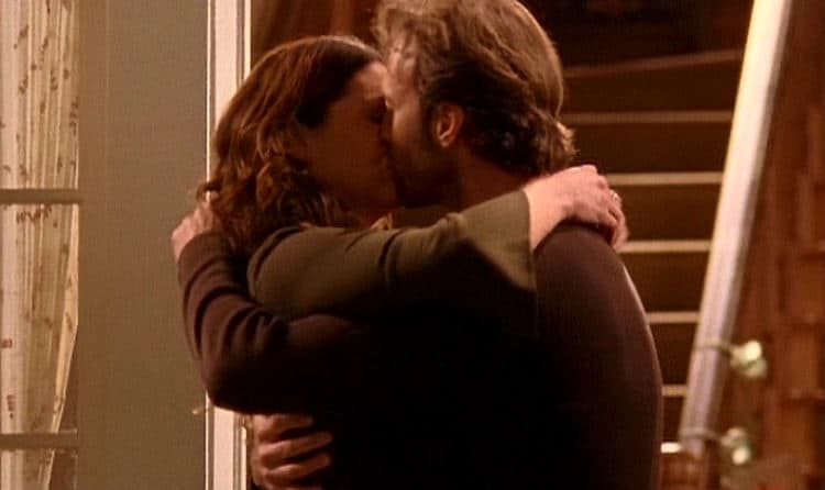 Gilmore Girls Screencap24 Luke and Lorelai First Kiss