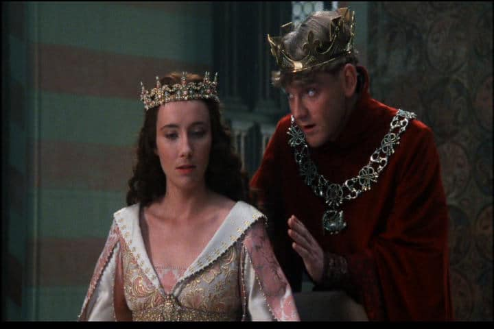 Henry V (Kenneth Branagh) woos Katherine (Emma Thompson) Photo: MGM