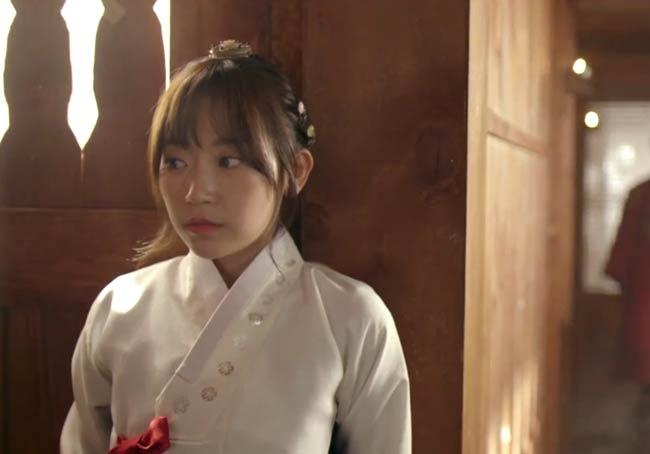Dan-Bi in hanbok; Splash Splash Love