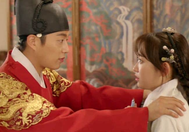 The King and Dan-Bi in Splash Splash Love