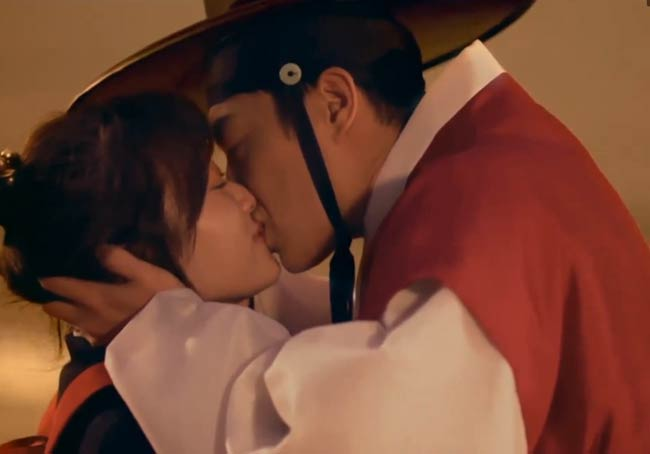 Splash-Splash-Love-Kiss; Splash Splash Love