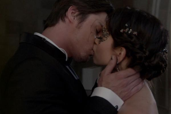 Vincent and Catherine share a kiss. Photo: CW