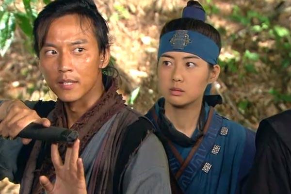 Warrior Bidam protects Deokman. Nine Sweeping Korean Period Dramas