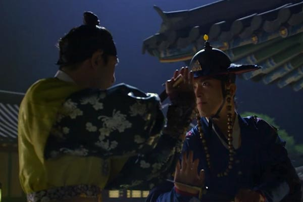 Dal-Hyang and Prince Sohyeon face off. Photo: TvN