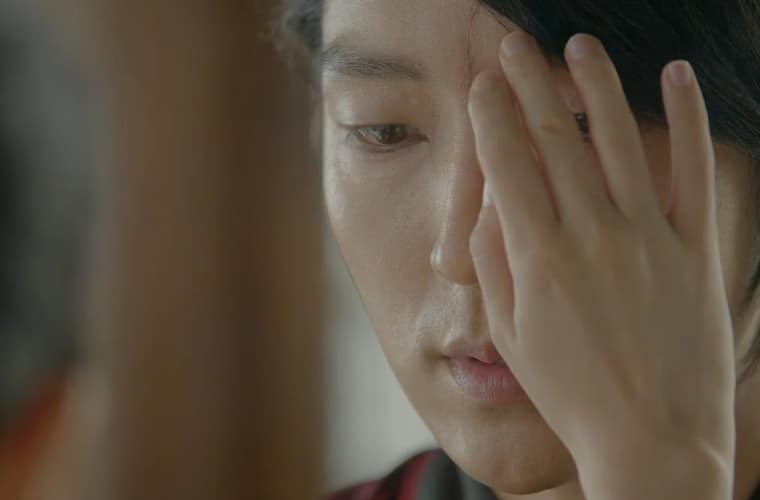 hae-soo-touches-4th-prince