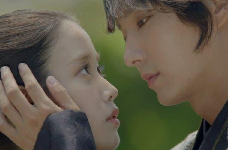 4th-prince-stroking-hae-soo Scarlet Heart Ryeo Episode 14 & 15 Recap