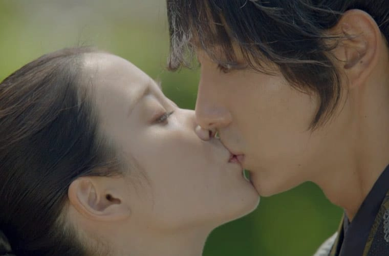 hae-soo-kisses-4th-prince- Scarlet Heart Ryeo Episode 14 & 15 Recap