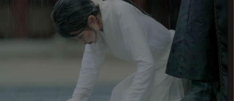 hae soo rain cloak 4th prince walks towards her