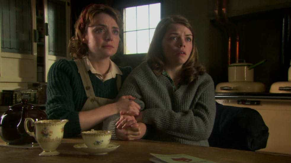Land Girls sisters