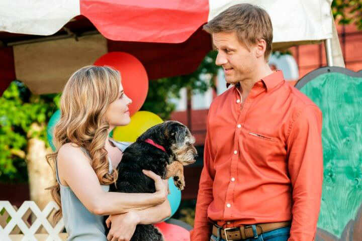 Eat, Play, Love | A vet returns to her hometown, and reconnects with her high school sweetheart! Premieres on Hallmark Channel August 19.