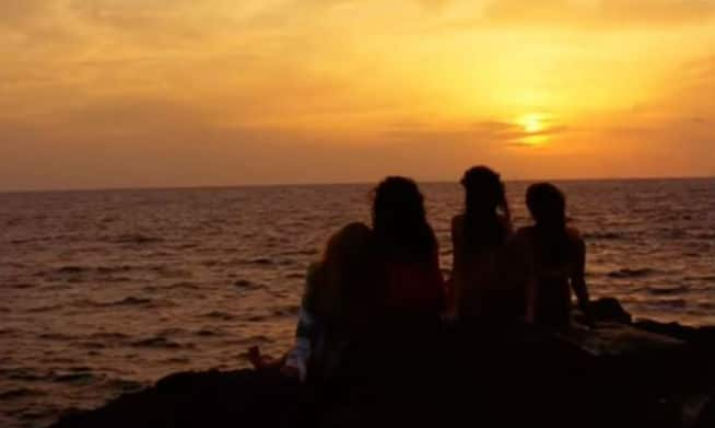 Sisterhood of the Traveling Pants. The four friends look at the setting sun.