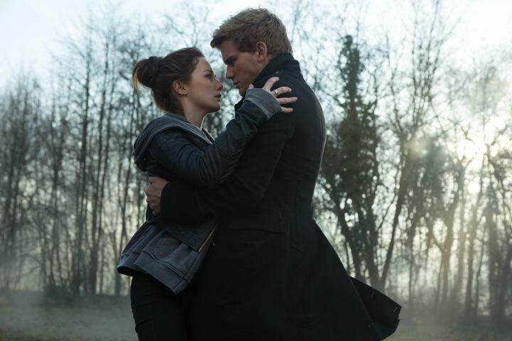 Fallen | Daniel rescues Luce | Fallen (2016) – Lauren Kate's YA Adaptation Is Given Gothic Romance Treatment