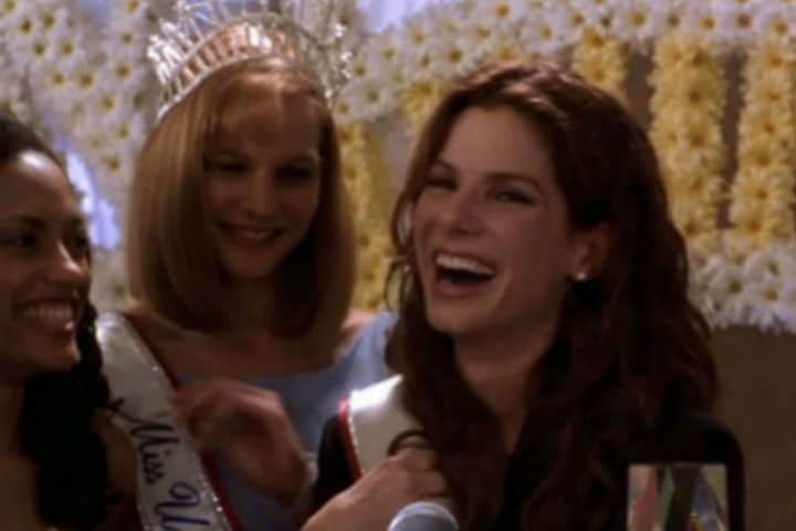 Miss Congeniality Film Review - A Feel Good Comedy With A Side of Romance