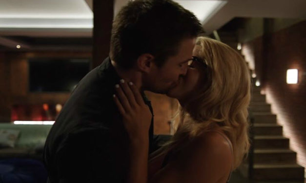 Romantic Moment of the Week: Arrow's Oliver and Felicity Reunite!