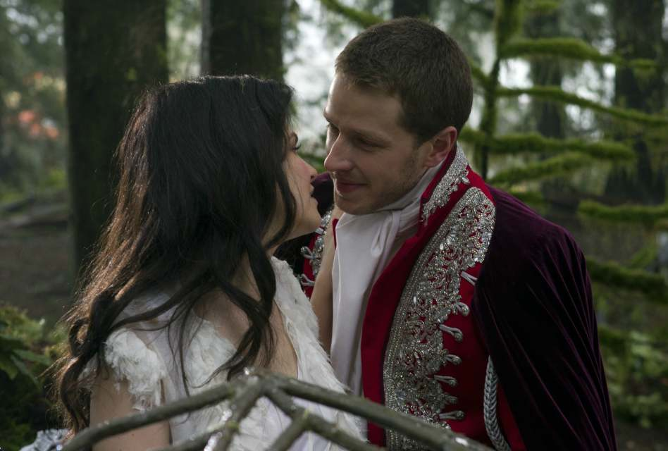 Snow and Charming in Once Upon a Time