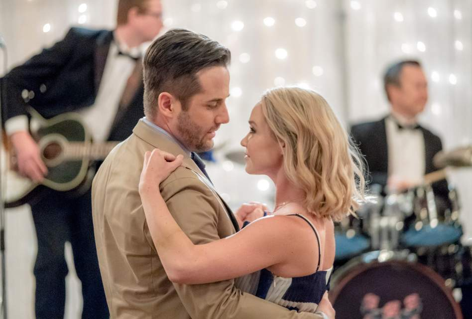 Romantic Moment of the Week: Falling in Love at First Dance