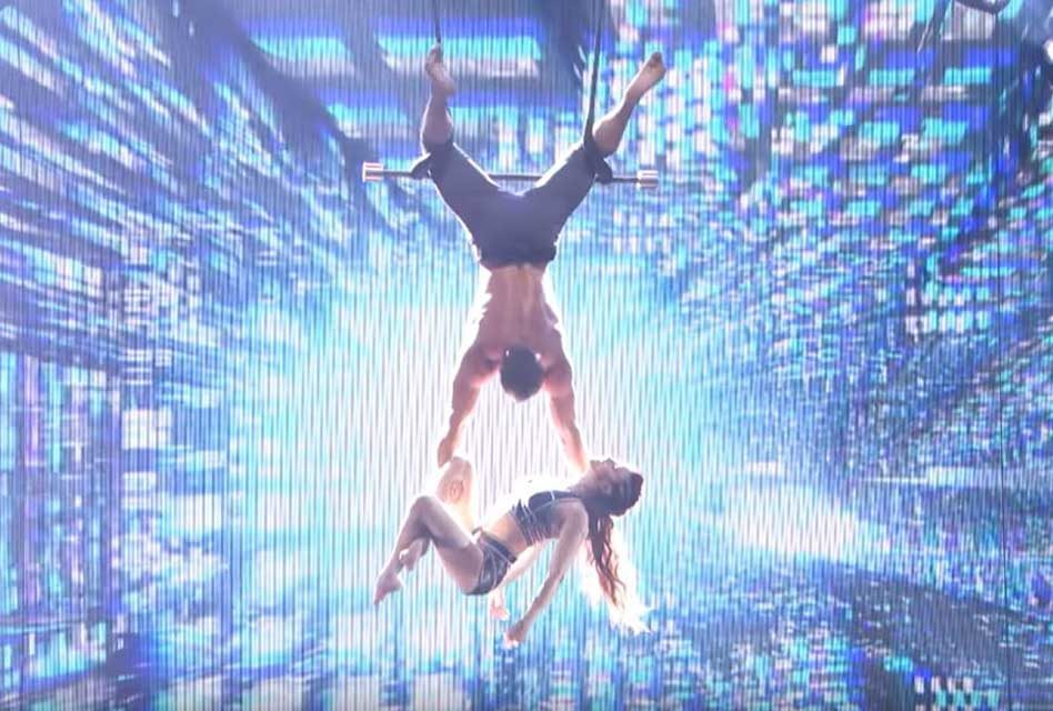 Romantic Moment of the Week – Duo Transcend Performance Will Make You Believe in Love