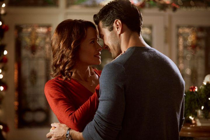 Hallmark Christmas 2018, Part 1 – Under the Mistletoe Romance! | Page 2 of 2