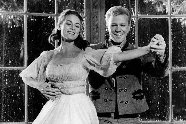 April Showers: 30 of the Most Romantic Moments in the Rain - The Sound of Music
