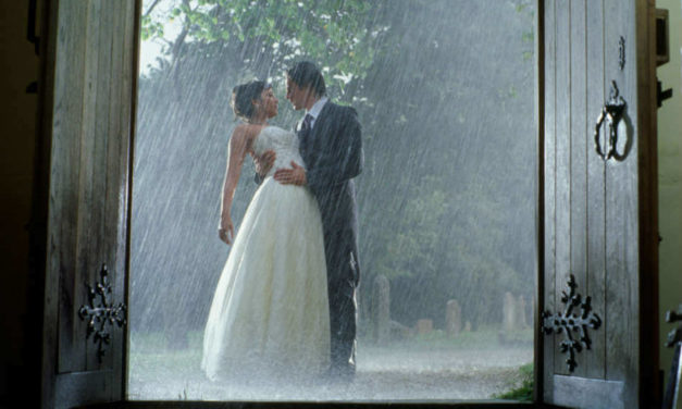 April Showers: 30 of the Most Romantic Moments in the Rain