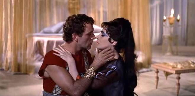 Romantic photo of Elizabeth Taylor and Richard Burton in Cleopatra.
